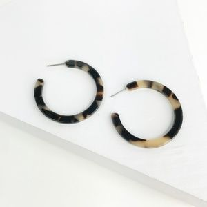 CLOSET REHAB Jewelry - Blond Tortoise Flat Hoop Earrings 1.5""
